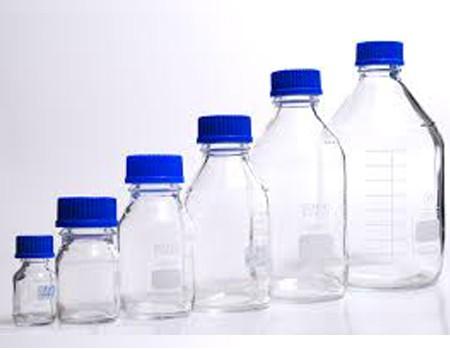 بطری درپیچ دار در آبی